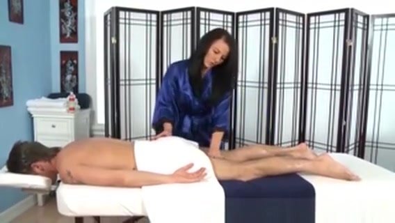 Babe Masseuse Works On Client