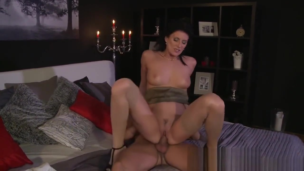 MOM Wife surprises husband with a Valentine treat body builder female fucking nude