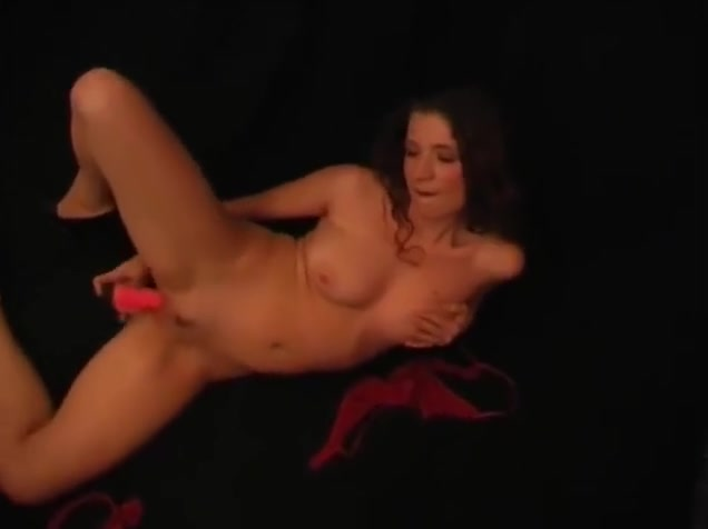 Mature babe plays with dildo belly dance hot porn watch and download belly dance 1