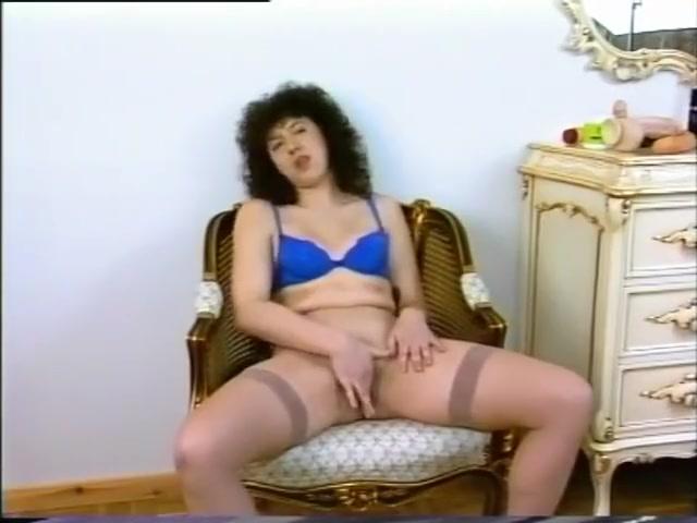 Chubby MILF loves her dildo new zealand pussy fuck