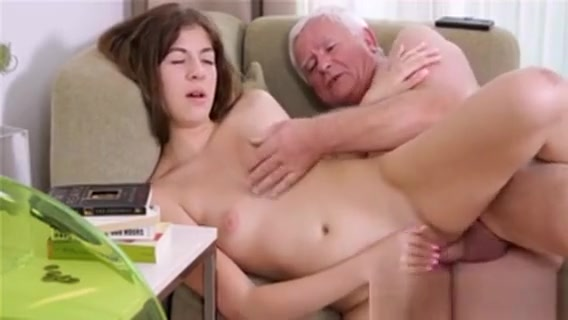 Young Sweetheart Exposes Her Juicy Pussy For An Old Fucker Scramblers ri