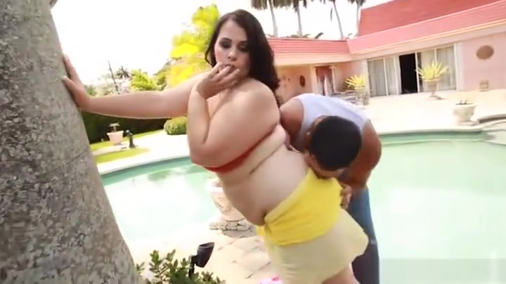 Busty Brunette Plump Babe Emma Bailey Bangs Stud By the Pool Xxx Afeitada
