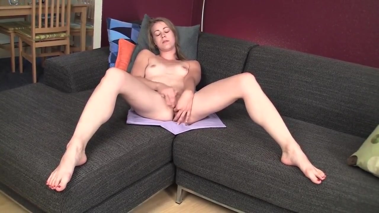 Pierced Amateur Mab Masturbating