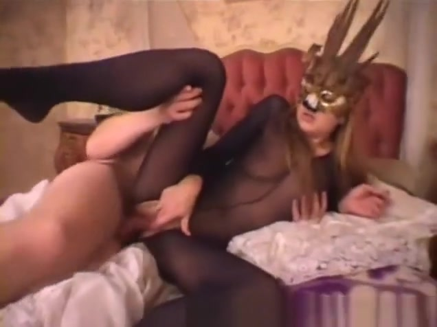 Homemade FemDom Slut lesbians makeing out in threesums