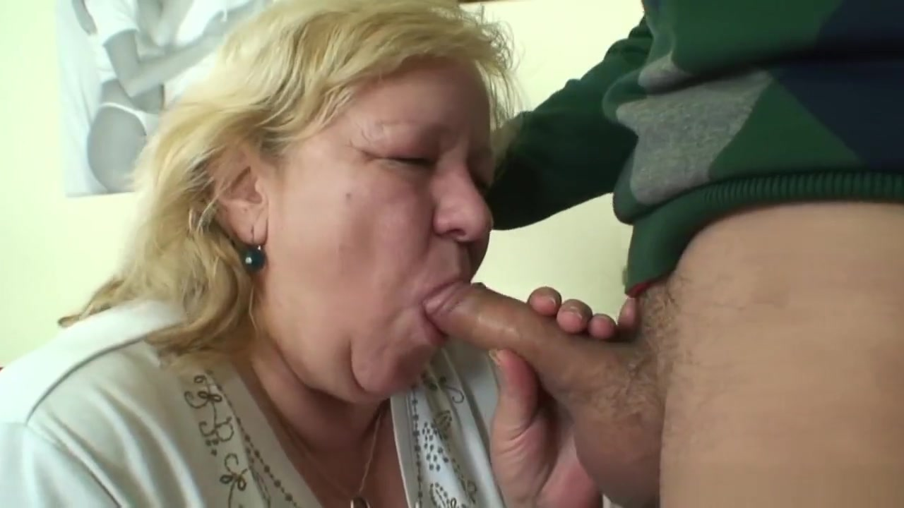 Nasty blowjob and doggystyle granny games