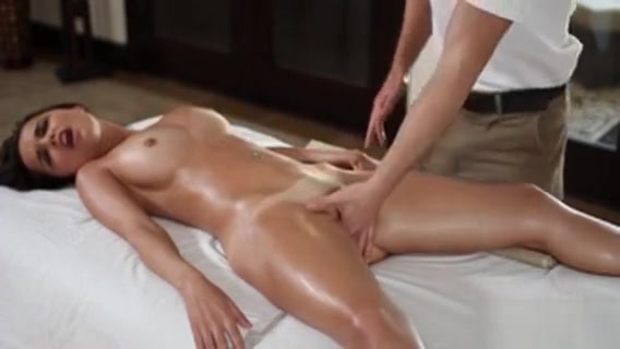 Sexy Hotty Is Getting A Lusty Oil Rubbing From Hawt Hunk Raven symone nude