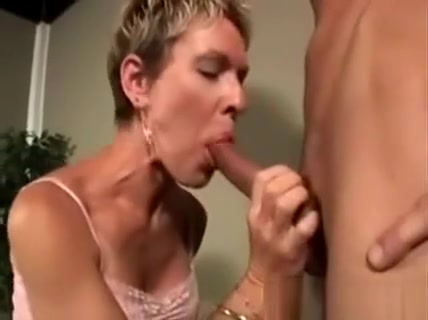Horny Cougar With Stunning Body Sucks A Hefty Young Dong Toj til bryllup