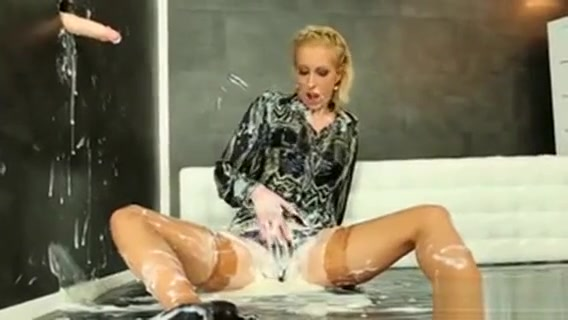 Hot Girl In Foam Having Fun With Penis Keri hilson upskirt