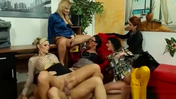Pissloving Office Babes In Pussylicking Orgy