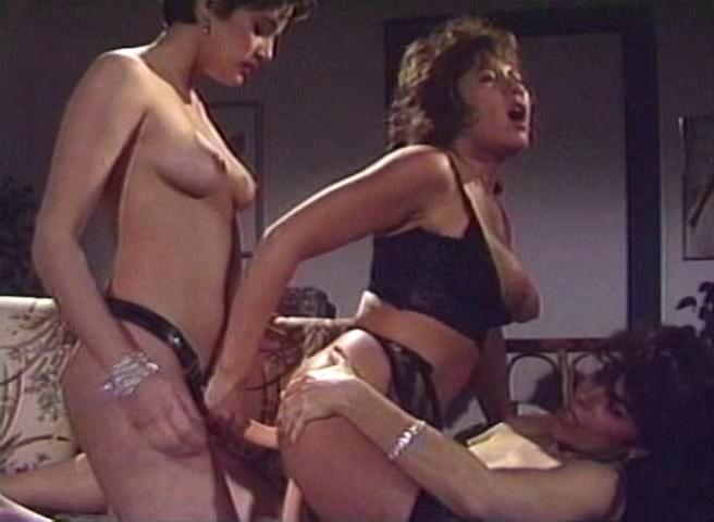 Итальянские порно фильмы лесбиянки страпон