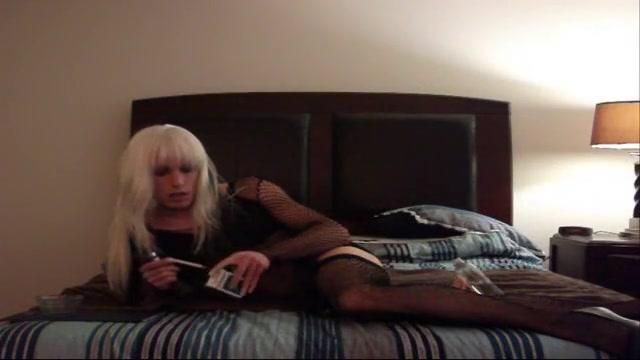 Naughty CD Bitch Fucks Her Asshole Mature italian porno
