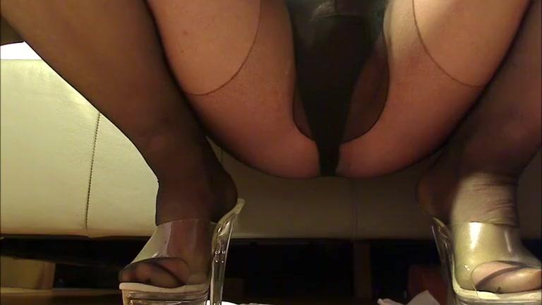 CD Slut Wetting her Pantyhose Ebony vidz