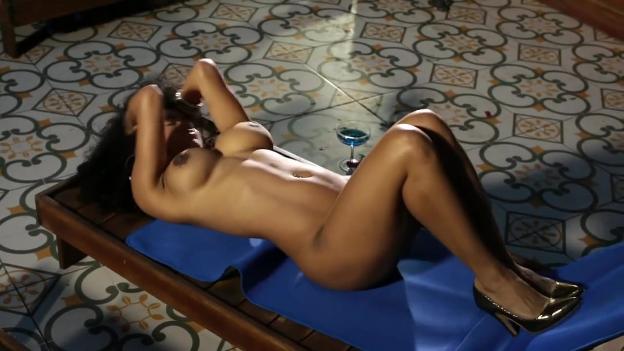 Kate Rodriguez desnuda en Playboy - 3 homemade threesome sex after playing cards