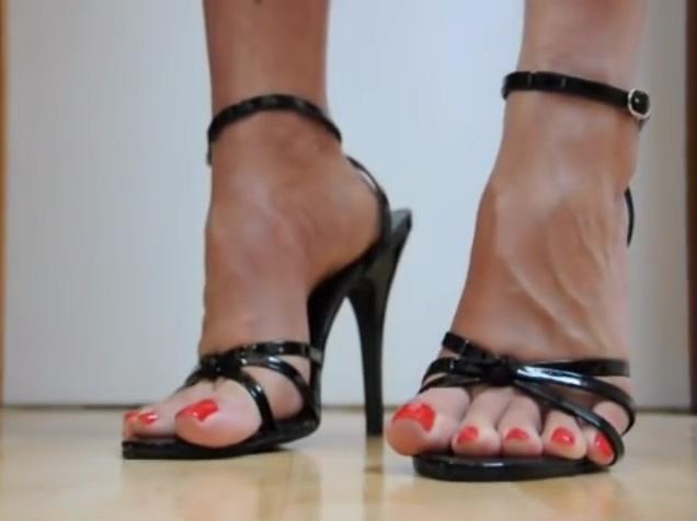 Milf sexy sandals feet