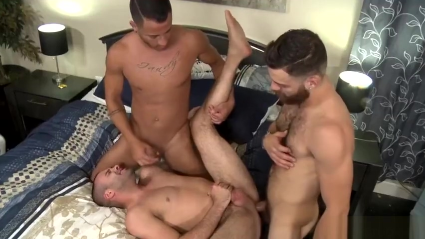 Tommy Defendi 3 way Hot Girls Kissing In Bed