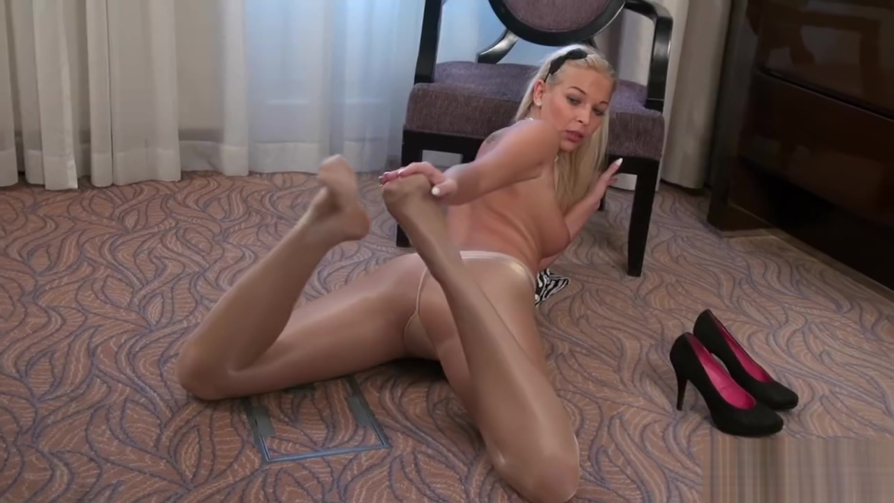 ART OF GLOSS PANTYHOSE SHINY GLOSSY LEGS TEASE Mia On Kitchen