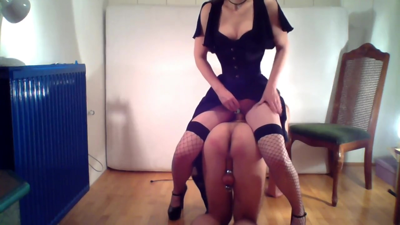 Dominatrix trains her slave for the first time bodacious babbette playing with her pussy