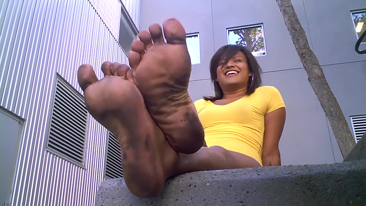 ccs stinky soles of a Hermaphrodite or Transgender Window girl walkthrough
