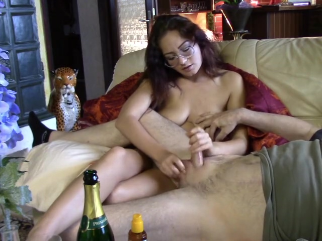 GIRLFRIEND LIKES COCK
