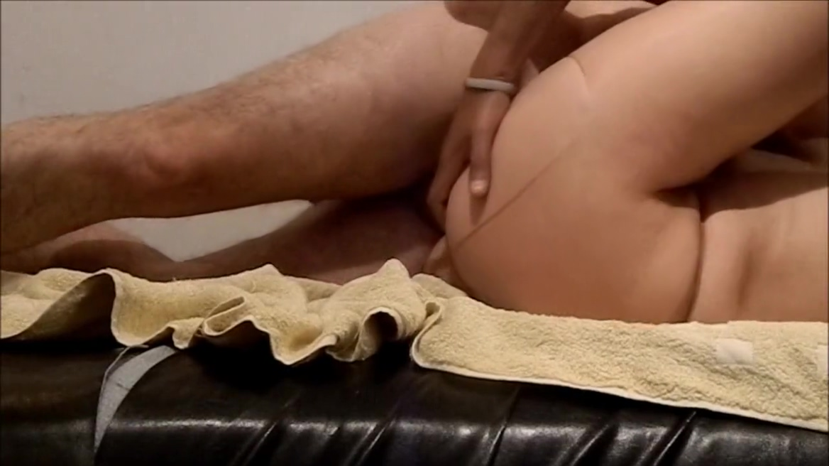 Monica 32 y.o. Amateur wife wants husband to fuck her from behind outdoors