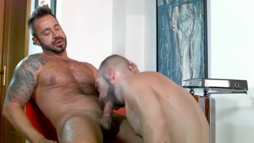 Muscle gay oral sex and cumshot Man pipa porno