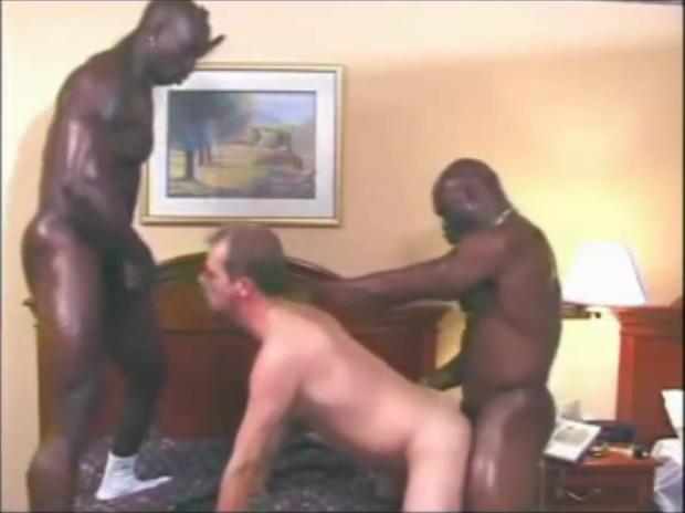 BLACK MUSCLE BULLS ON WHITE TWINK sex hotel hosiery porn