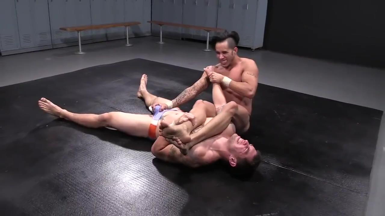Wrestling Gay morrigan aensland cosplay porn