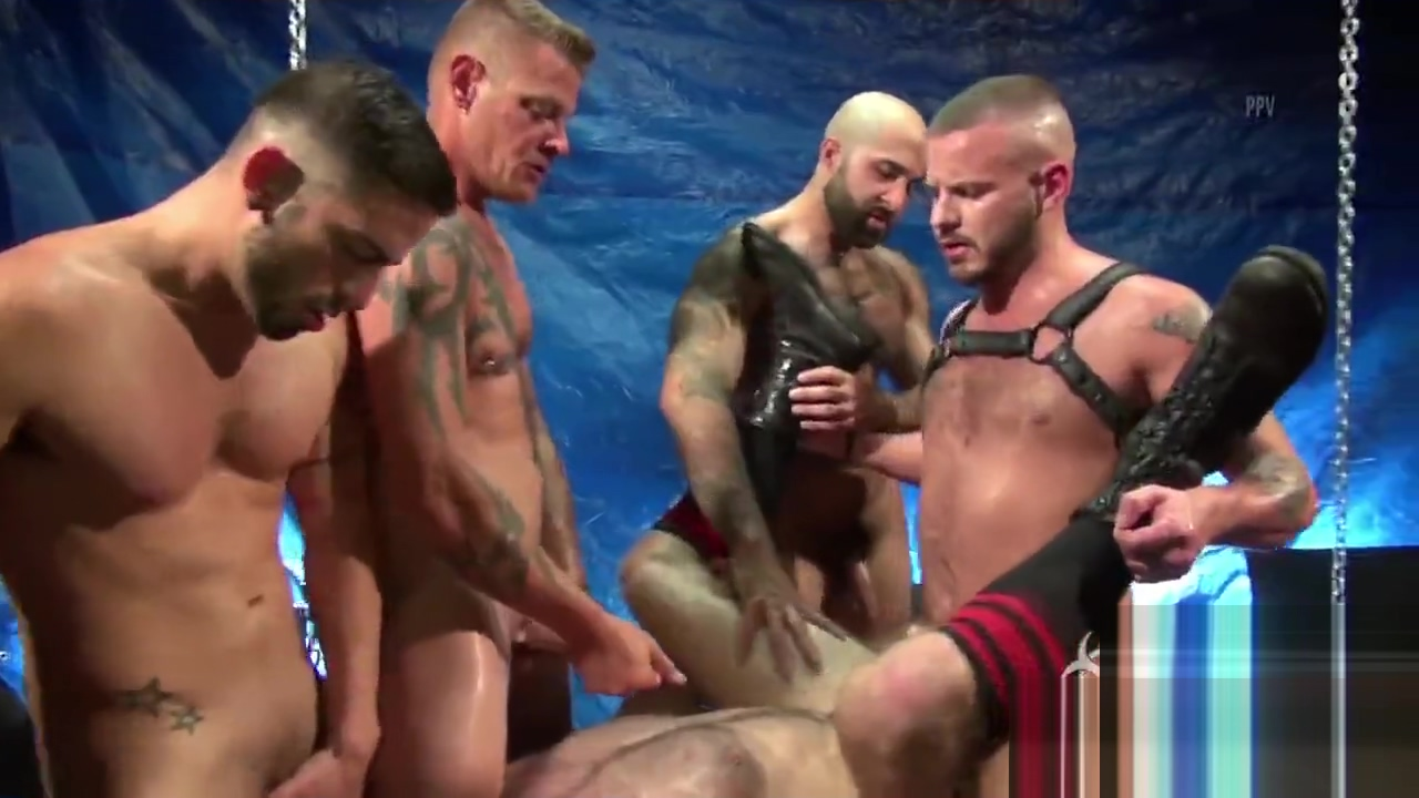 RAW GANGBANG MUSCLEBEARS Wife small boobs naked pussy