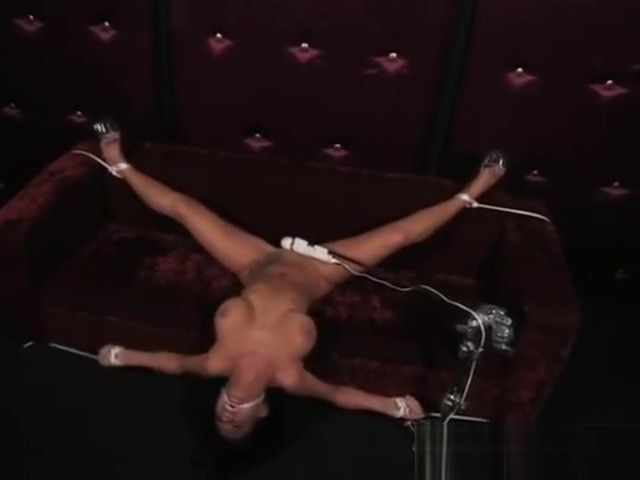 perfect slave in a pasded room