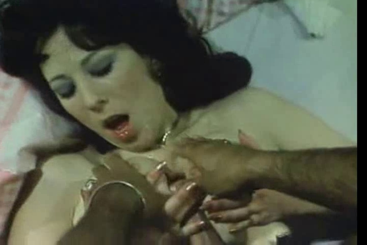 annie sprinke makes a vintage titsjob to ron jeremy warrensburg mo strip club