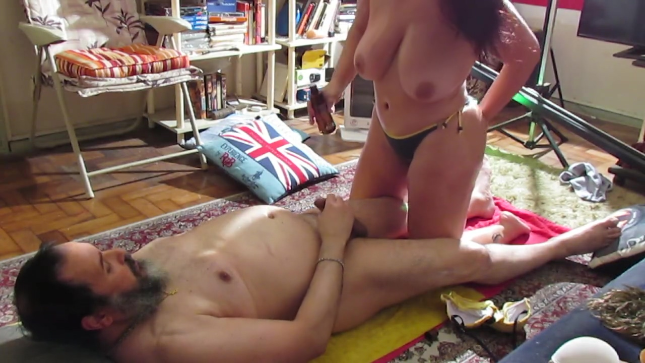 JANET KIM 6 - GOZANDO COM oLEO DE MASSAGEM big brother boobs 08