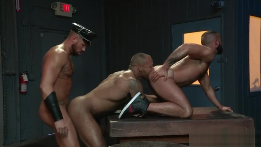 Muscle bear threesome with cumshot Dry nose sore throat