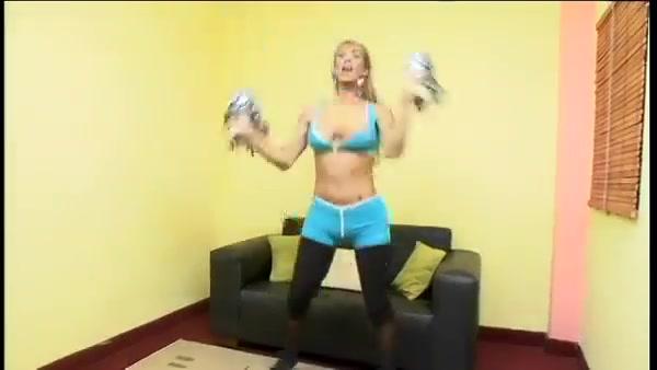 Amateur blonde tranny riding very well bella brookz porn asmr