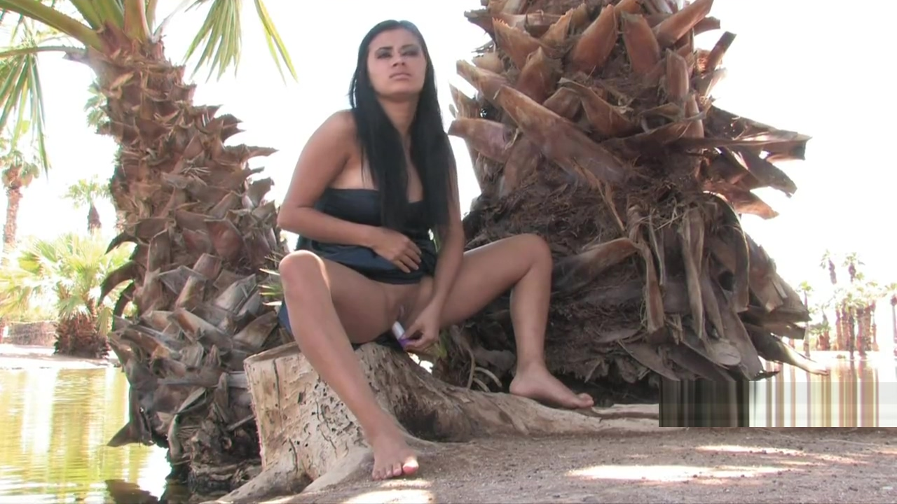 Alexa Loren Dildo Fun 3 (Squirt) knots around the anus