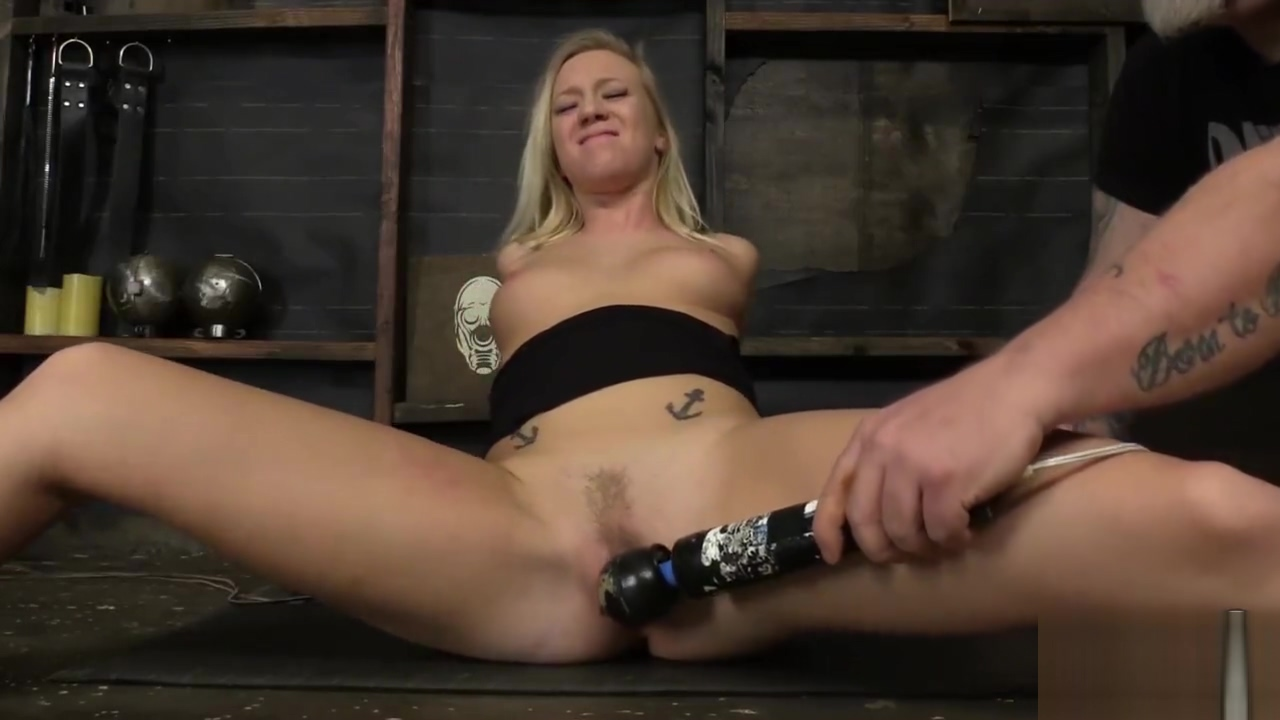Legs Split Bailey Brooke - Dungeoncorp BDSM - Bodacious Bratty In Bondage