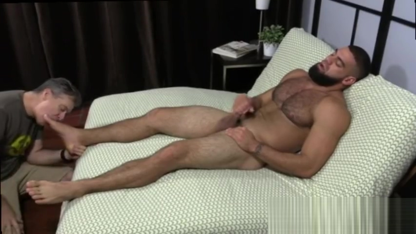 Isaiah-photo of gay man with open legs naked and mature Worlds biggest footjob gangbang