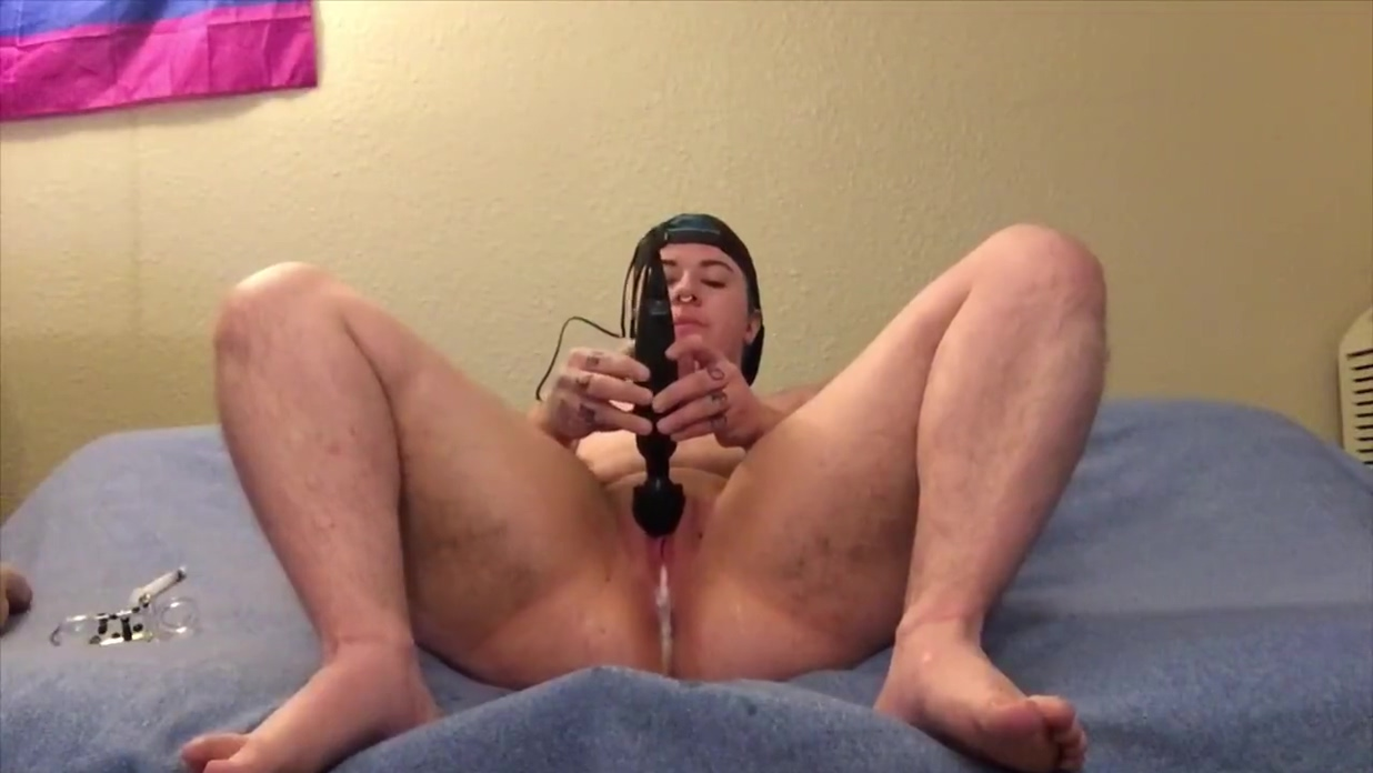 FTM Pushes Daddy?s Cum and Piss Squirts Guy eating out girl