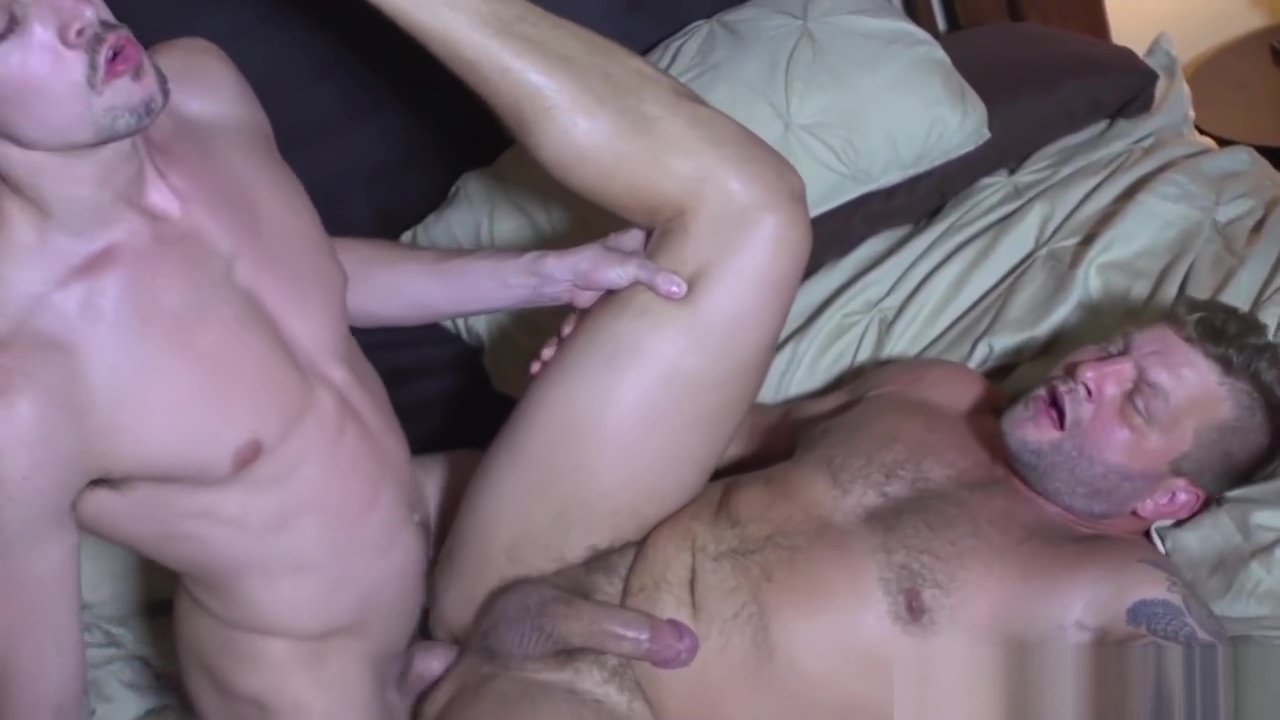 Masculine muscle bear assfucked by hunky top Best date website for sex
