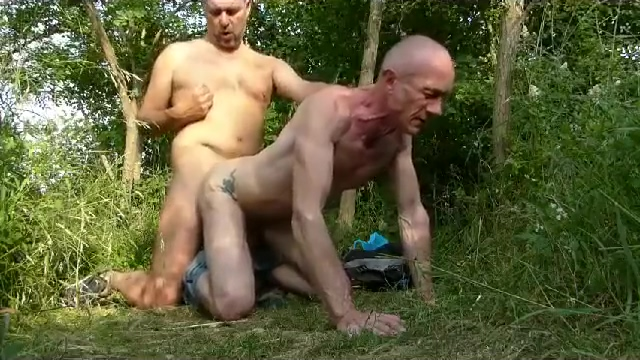 Mature Men Outside ThreeWay Pics hard sex