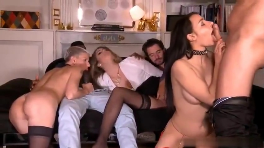 Mia Wallace - Action ou Verite 2 Busty mature jerking her subject
