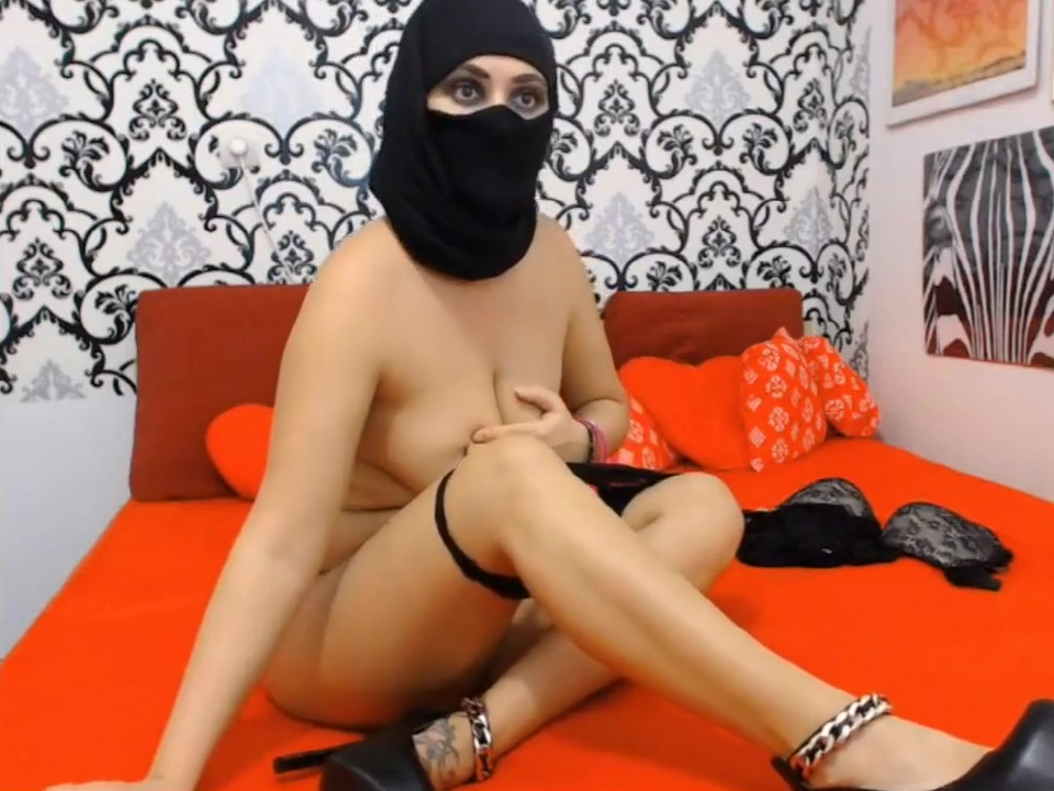 Beautiful Hijab Muslim Webcam Masturbates Latina boob