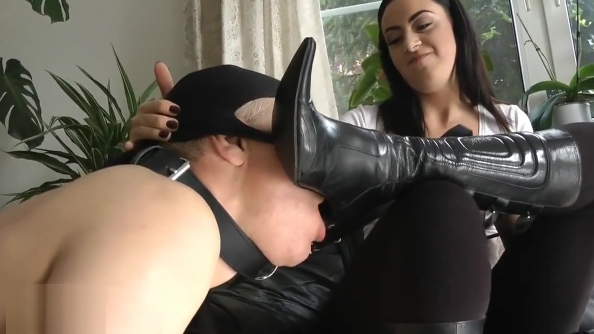 Mistress and boot cleaner Ebony art naked sex