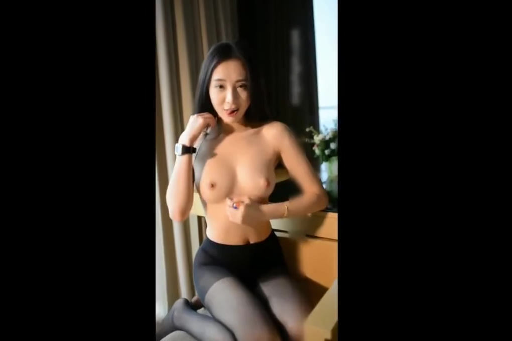Chinese AsianSexScandal Beautiful Sleeping upskirt no panties oops