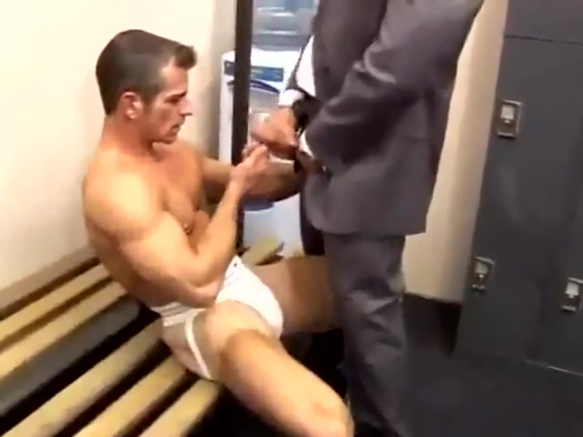 hunk gets fucked in locker room Monica santhiago gifs sexo