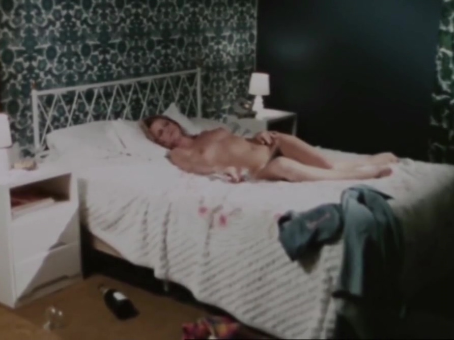 Bath Scene - In The Folds of the Flesh - 1970 Big Dick Inside Small Pussy