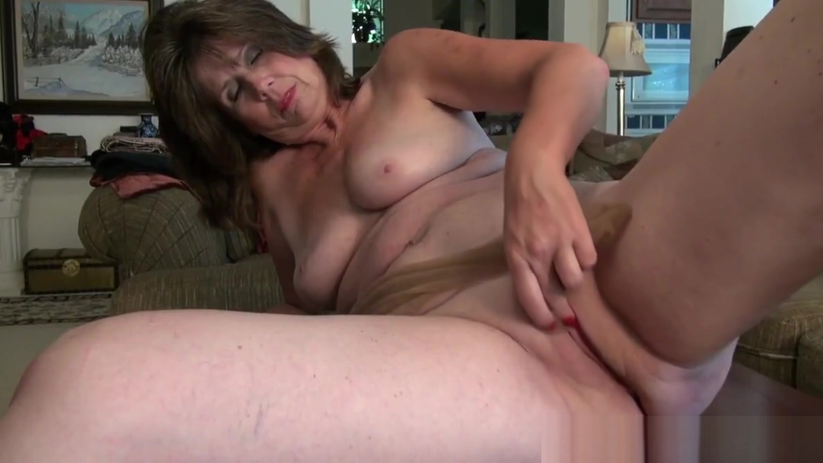 American gilf Kelli starts toying her hairy pussy mature woman legs spread