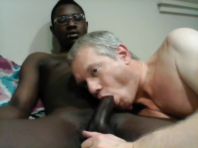 White Guy Giving Black Guy Great Head! Mature pussy double dicks