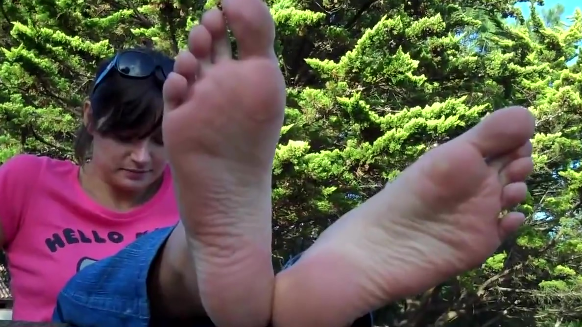 Sexy Feetfetish Soles Flat chested teen gets the casting treatment