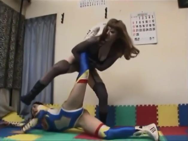 japanese catfight ,wrestling Cute girl topless selfie
