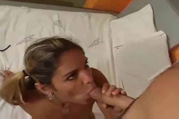 Pretty Ts Chick Barebecked porn with a monkey